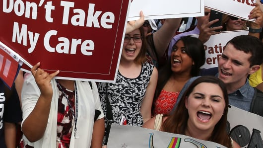 Protestors raise awareness to keep Affordable Care Act.