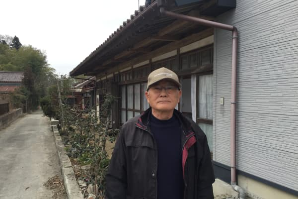 Yoshiyuki Kouri, 67, wants to return to Namie but doesn't want to be separated from the rest of his family.