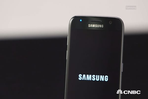 Can Samsung beat Apple with the new Galaxy S7?