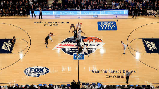 Sit Courtside For Big East Tournament Thanks To Vr: madison square garden basketball