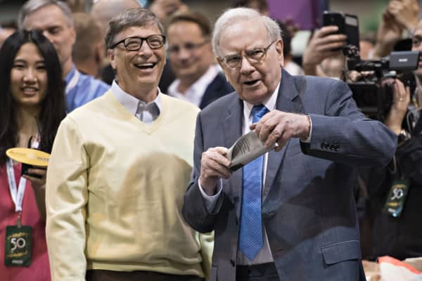 Warren Buffett, Berkshire Hathaway Inc. chairman and chief executive officer, right, talks with Bill Gates, billionaire and co-chair of the Bill and Melinda Gates Foundation, as they tour the exhibition floor during the Berkshire Hathaway Inc. annual shareholders meeting in Omaha, Nebraska.