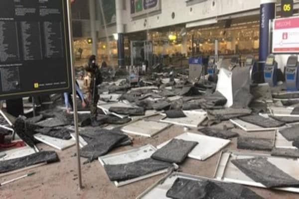 Brussels airport & metro stations closed after explosions