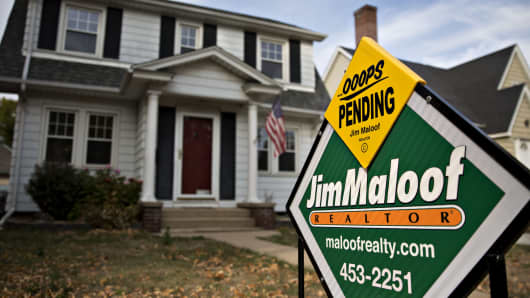 A 'Sale Pending' sign stands outside a home for sale in Peoria, Illinois.