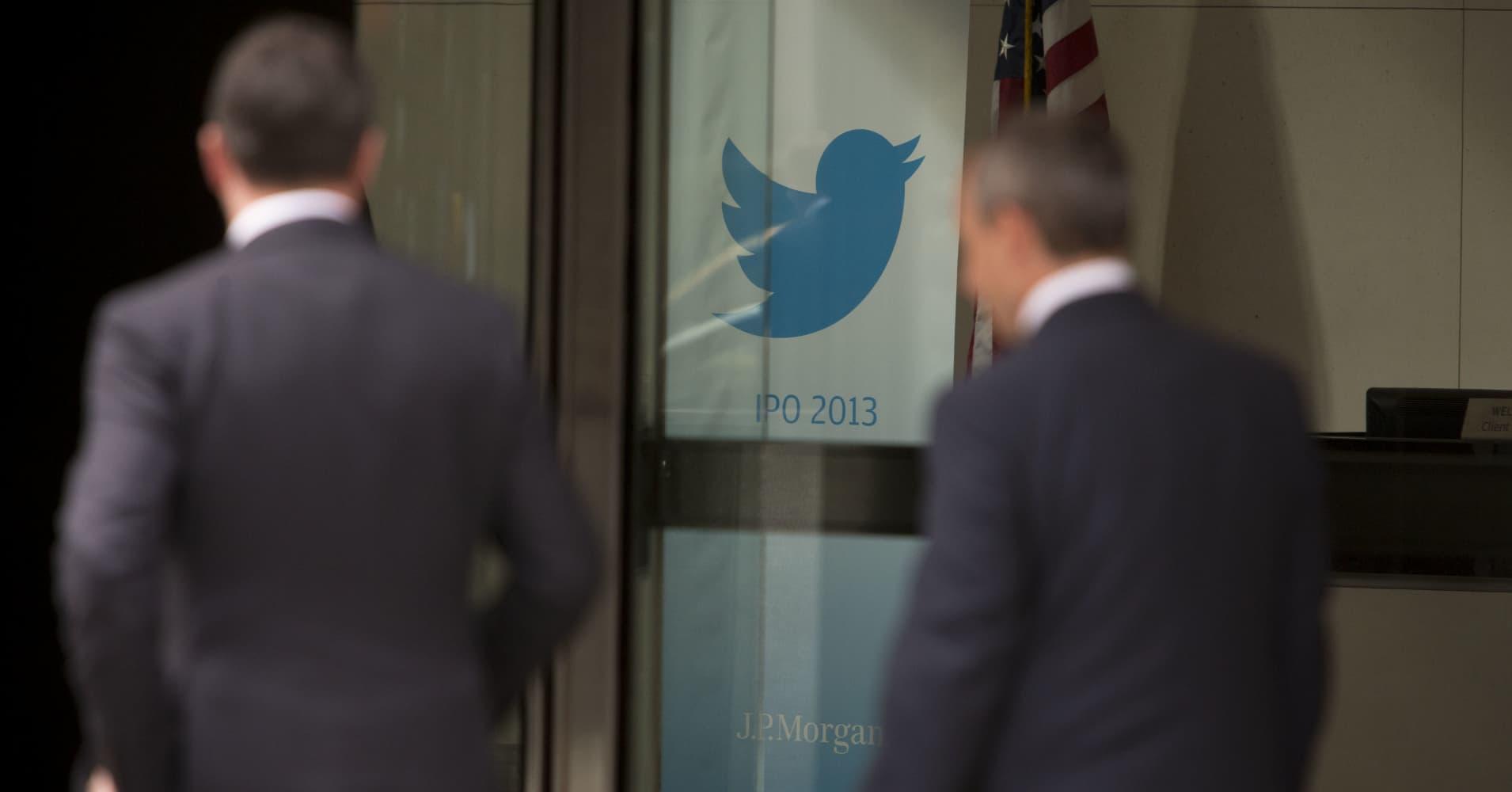 Legendary investor Bill Miller bullish on Amazon, but sees a struggle for Twitter