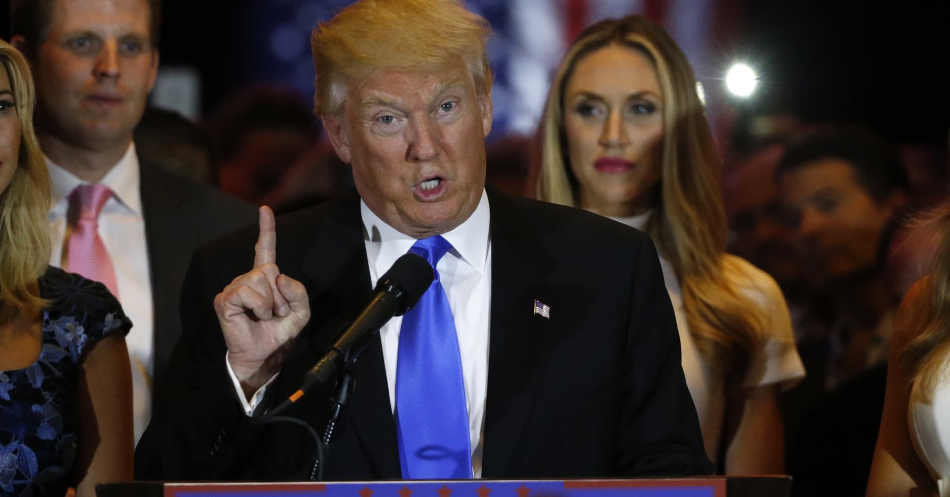 GOP Front-Runner Donald Trump Signals Willingness to Raise US Minimum Wage