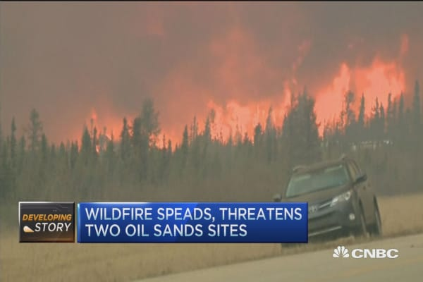 Canadian wildfire spreads, 88,000 people evacuated