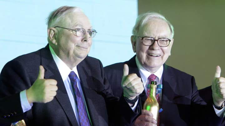 Charles Munger, vice chairman of Berkshire Hathaway Inc., left, and Warren Buffett, chairman of Berkshire Hathaway Inc.