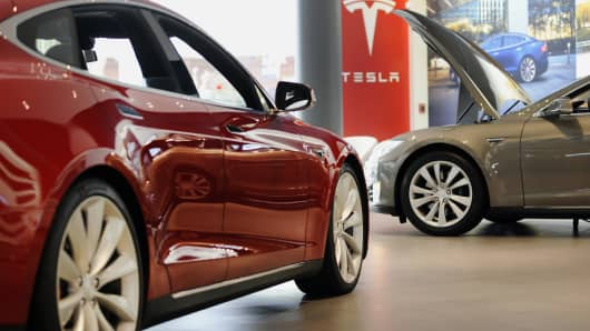 Model S P85D, right, and Model S 85 electric vehicles (EV) sit on display at the Tesla Motors Inc. retail store in San Jose, California.
