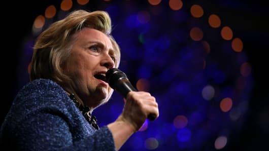 Polls: Clinton's lead narrows in Wisconsin