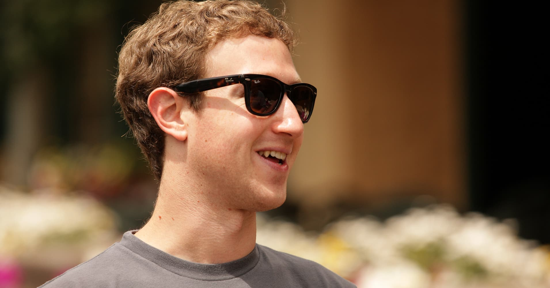 No lei! — Facebook\'s Zuckerberg sues hundreds of Hawaiians to force property sales to him