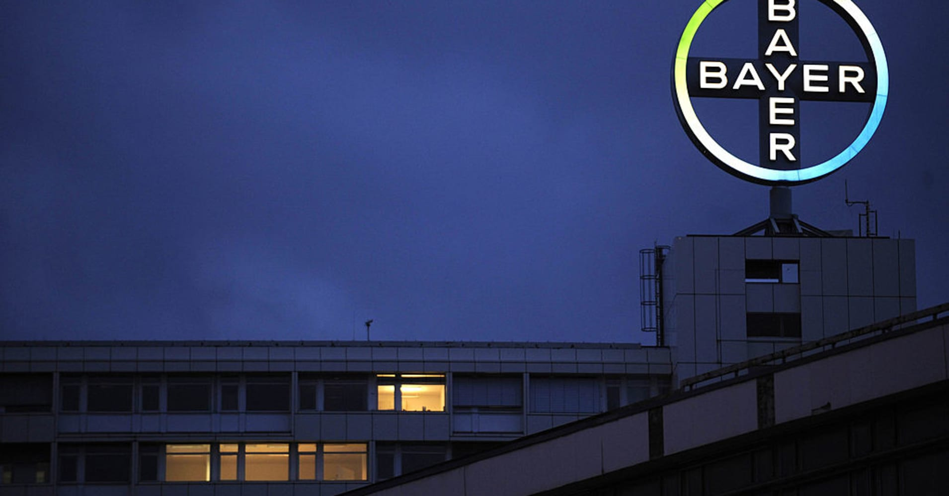 Bayer in advanced talks with Monsanto on deal after raising offer