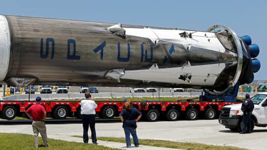 hangar spacex falcon 9 - photo #19