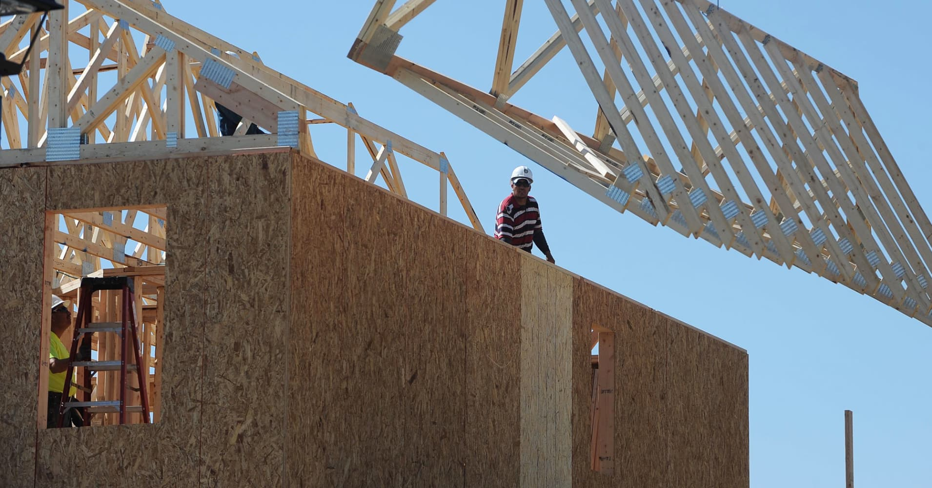 Homebuilder confidence pulls back by 2 points in January after election euphoria