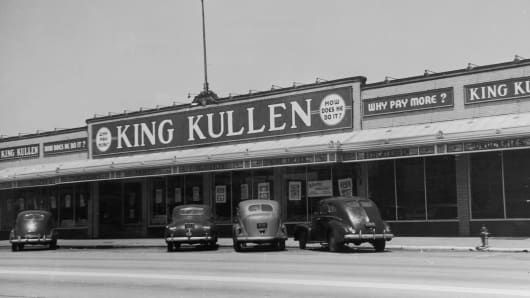 Exterior view of a King Kullen grocery store in Rockville Center, Long Island, New York. Circa 1940s.
