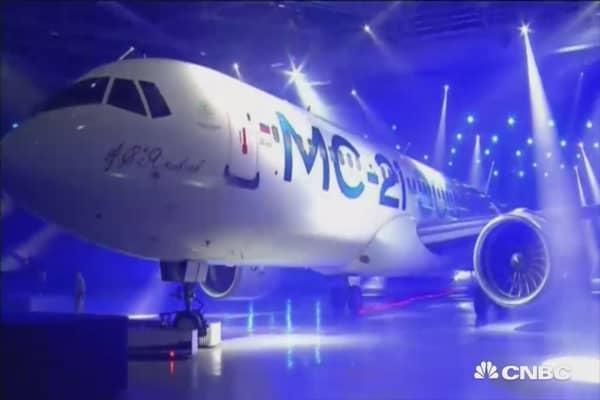 Russia unveils new passenger jet