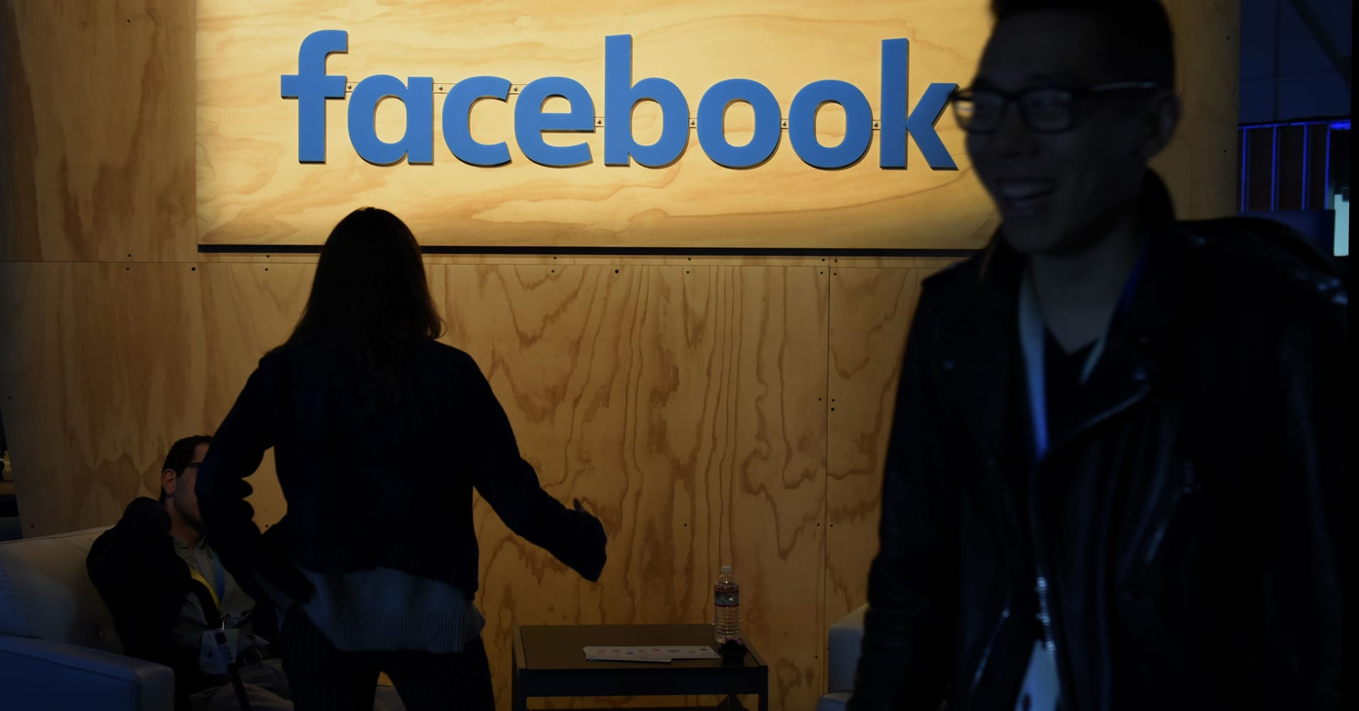 Facebook to offer 'political bias' training to employees