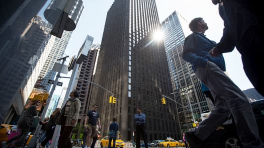 reits in the uk Closer to home the uk-listed reits have also had their wings clipped as investors pulled money from the sector in february at the fastest rate since 2008.