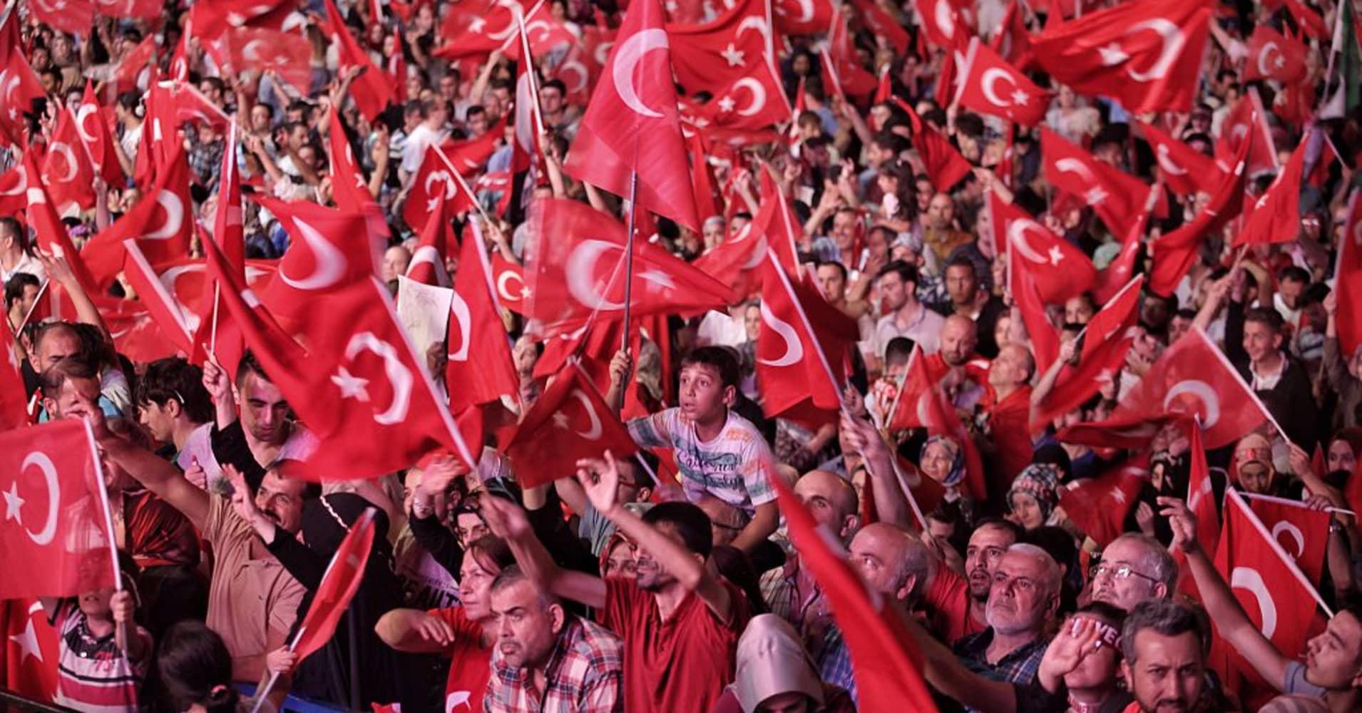 Turkey votes in historic referendum on expanding Erdogan's power
