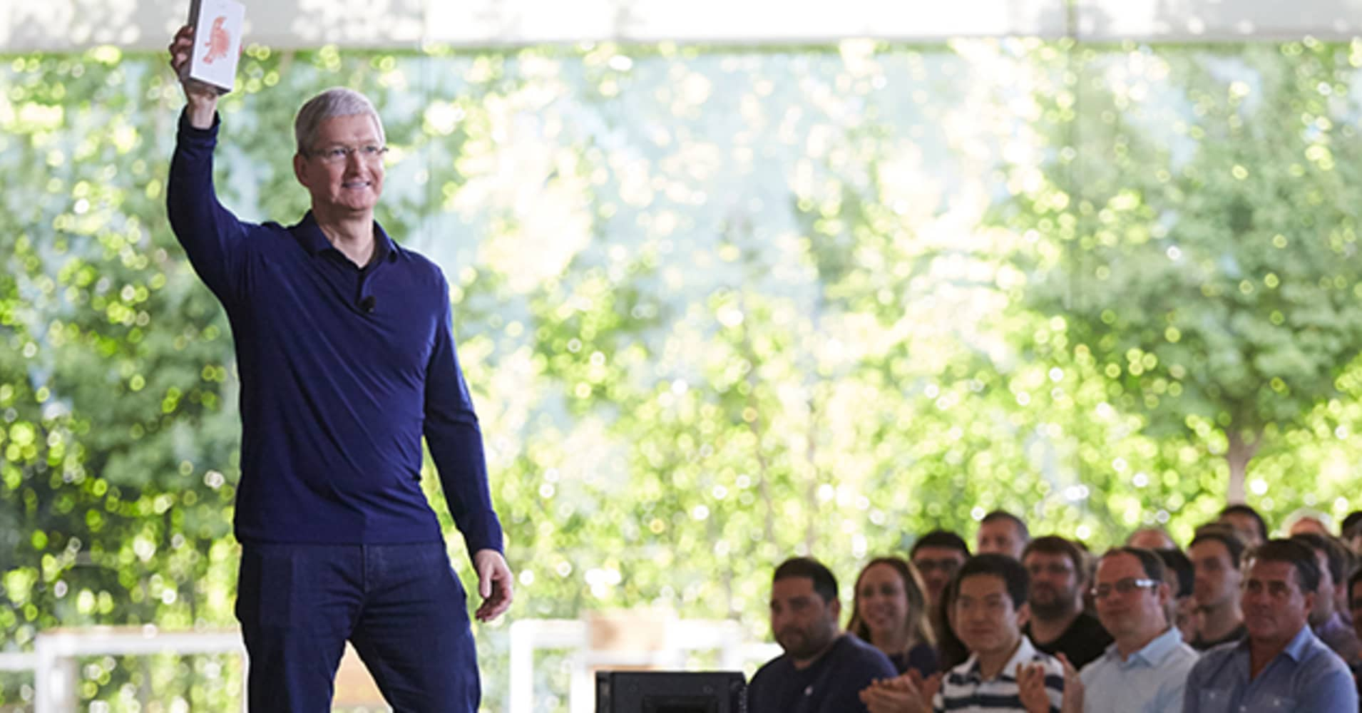 Investors Wait to See What Apple has Planned with its Quarter Trillion Dollar Cash Pile