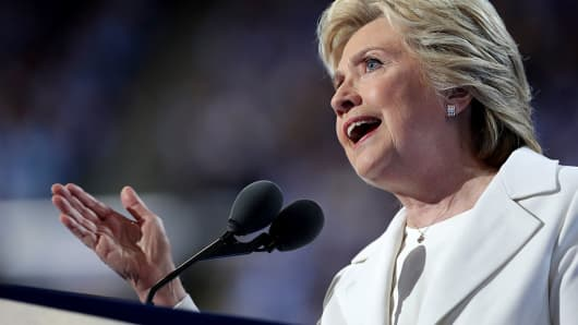 Clinton, Kaine begin bus tour