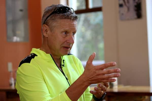 Libertarian presisdential candidate Gary Johnson speaks with John Harwood