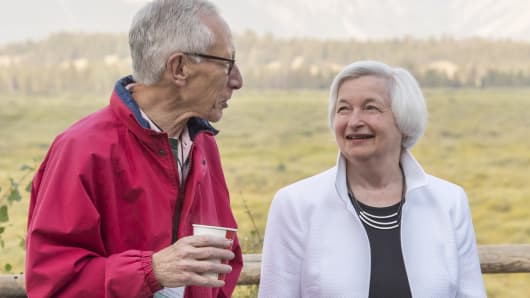 Stanley Fischer, vice chairman of the U.S. Federal Reserve, left, and Janet Yellen, chair of the U.S. Federal Reserve, right, speak outside of the Jackson Lake Lodge during the Jackson Hole economic symposium, sponsored by the Federal Reserve Bank of Kansas City, in Moran, Wyoming, U.S., on Friday, Aug. 26, 2016.