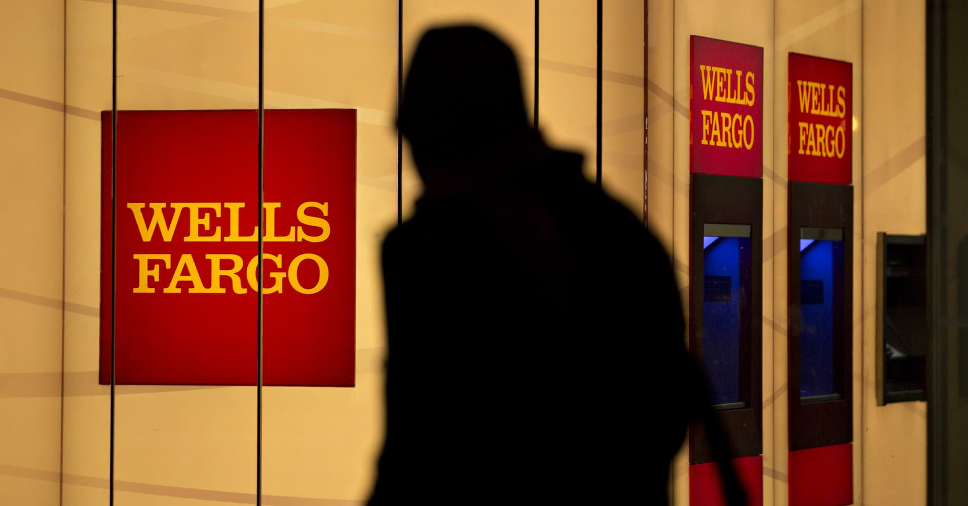 wells fargo will pay million to settle customer fraud case