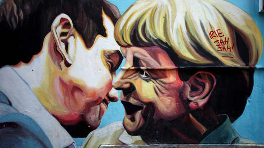 Graffiti by street artist Jupiterfab, depicting Greek Prime Minister Alexis Tsipras and German Chancellor Angela Merkel in Athens.
