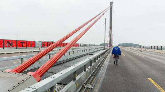 The A1 bridge between Cologne and Leverkusen in Germany no longer supports trucks weighing more than 3.5 tons.
