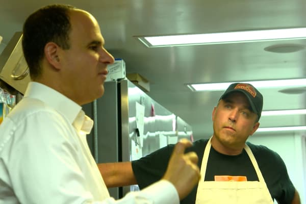 Marcus Lemonis works with Tad Devlin, owner and founder of catering company Honest Foods since 1997, to better manage his employees. Devlin had been known among his employees for being hot-tempered and crabby.