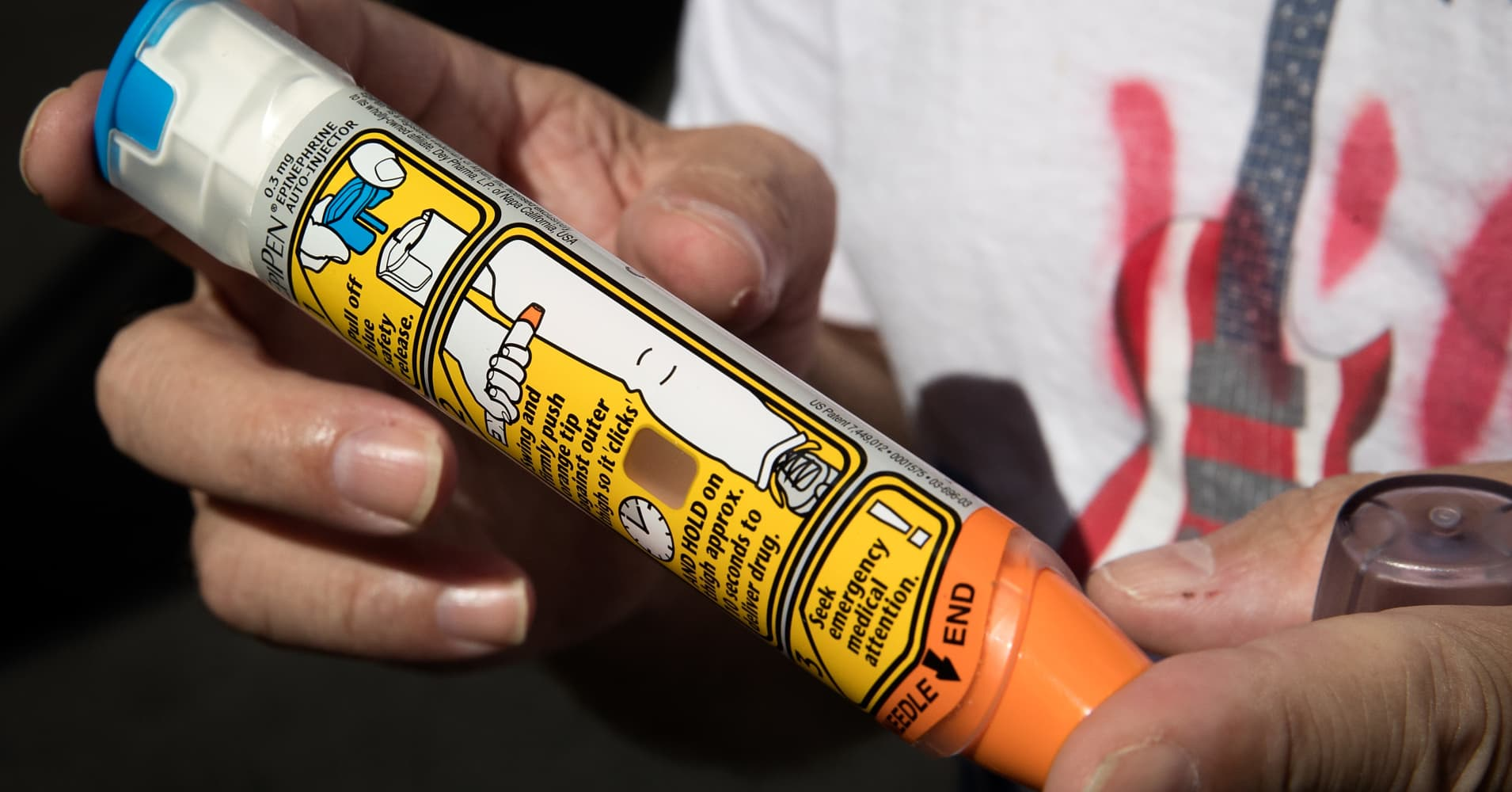 Mylan recalls 81,00 EpiPens outside US after reports of failure