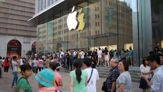 People crowd to the Nanjing Road Apple Store to buy iPhone series products on September 17, 2016 in Shanghai, China.