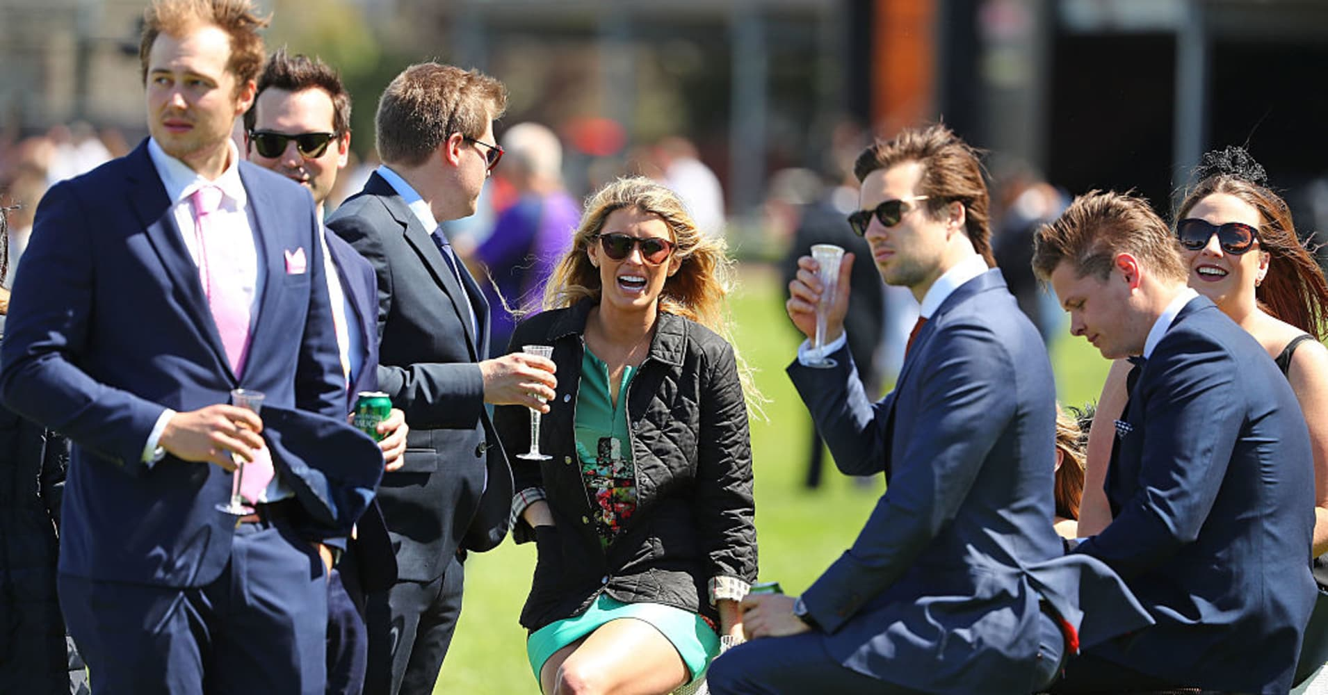 Racegoers, wealthy