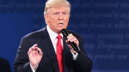 Warren Buffet trumps Donald Trump with full tax disclosure