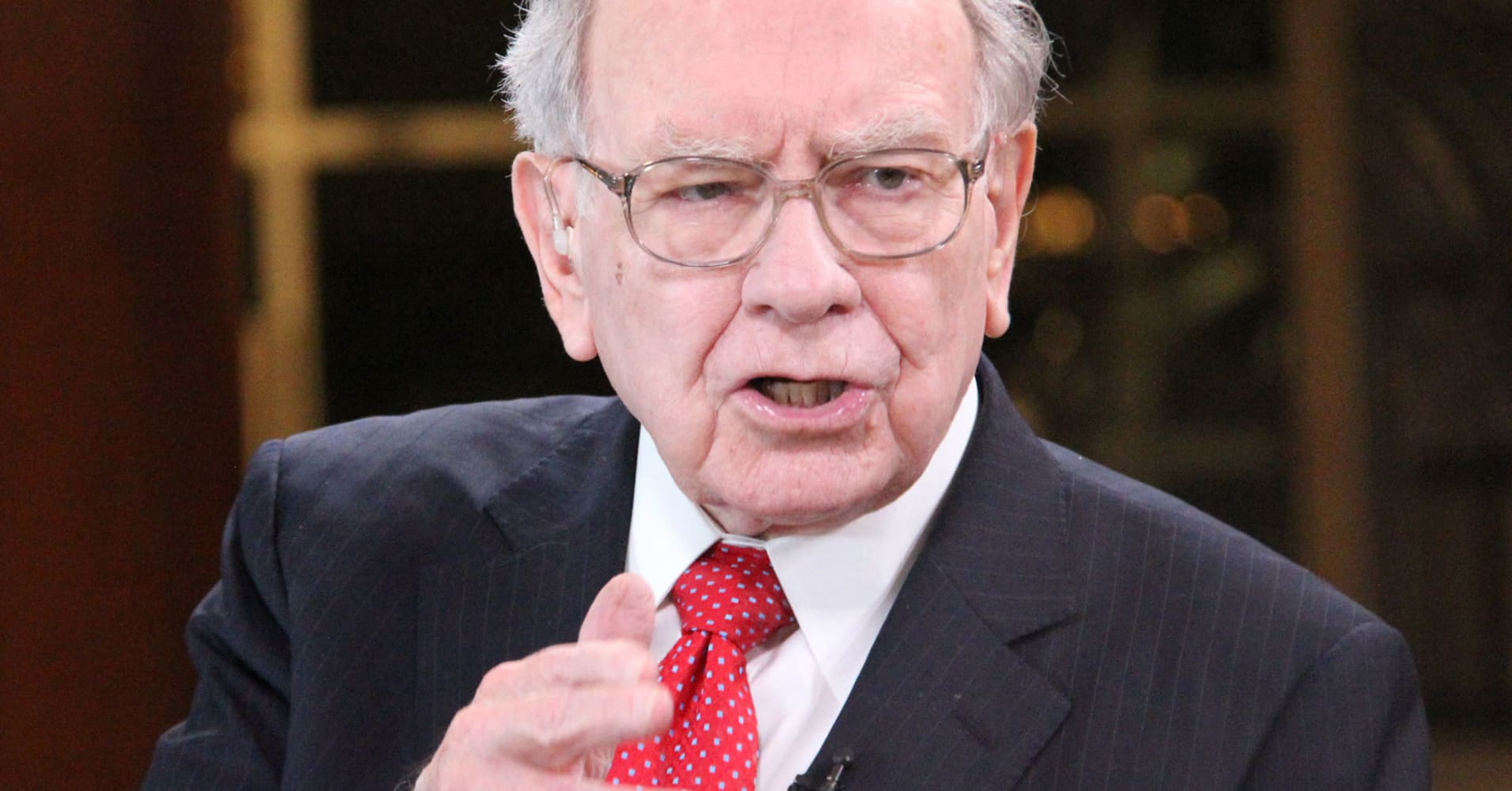 3 ways to invest like Warren Buffett as detailed in his annual shareholder letter