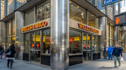 New Wells Fargo CEO dives into details of bogus-accounts scandal