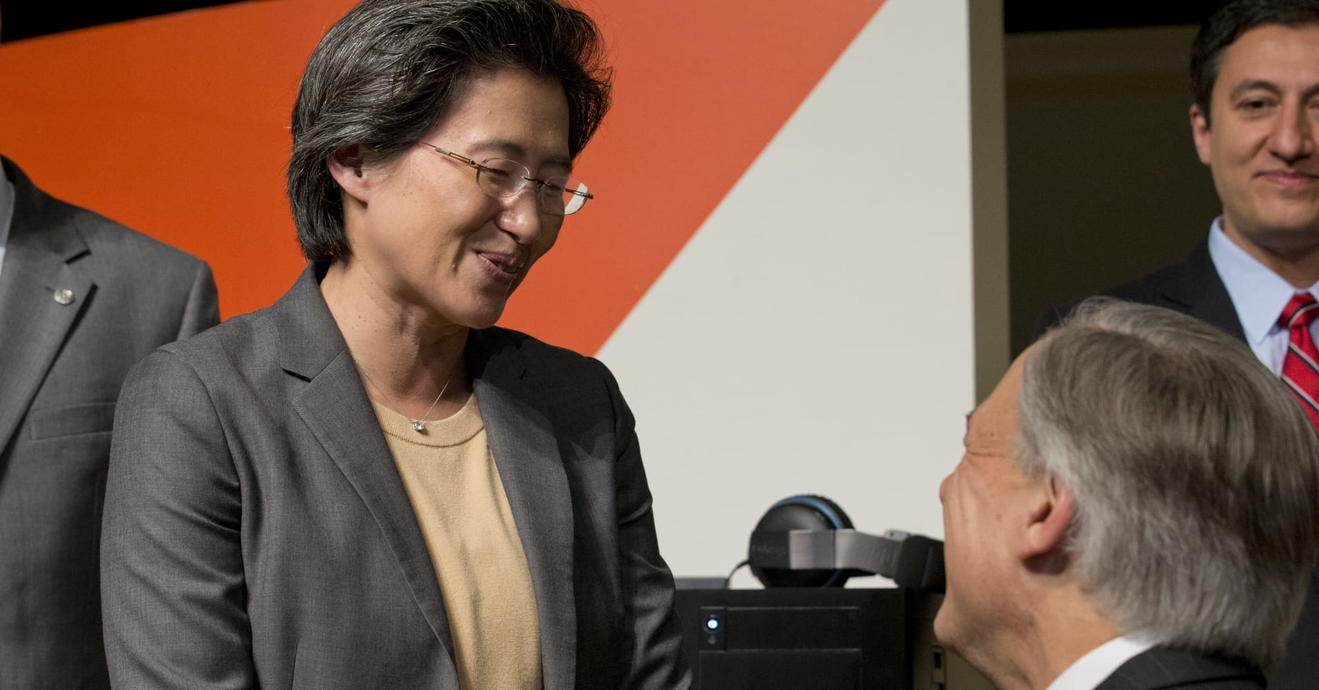 AMD CEO: Our chip in new MacBook Pro built for 'high performance' in razor-thin form factor