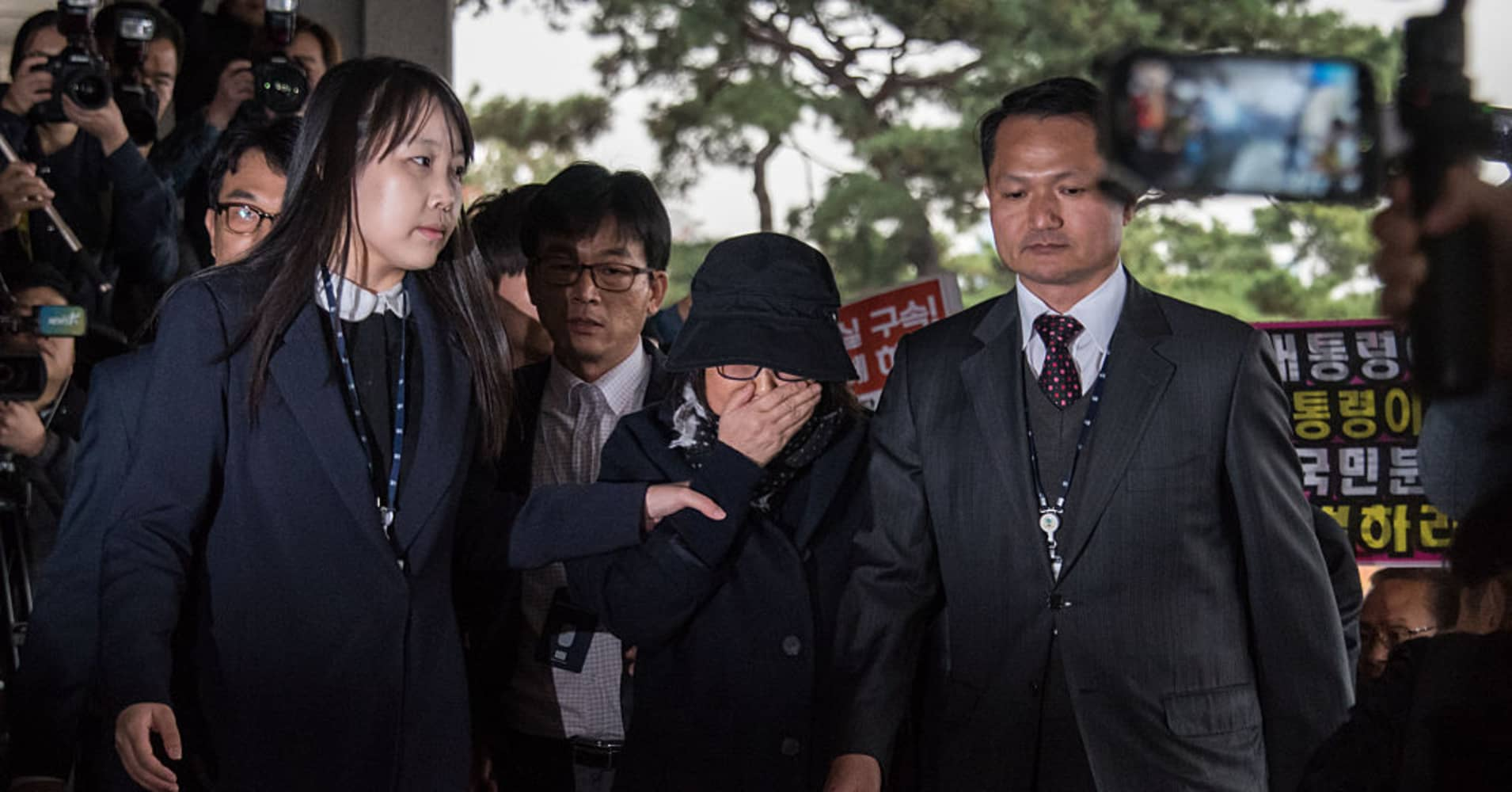 Scandal threatens South Korean president