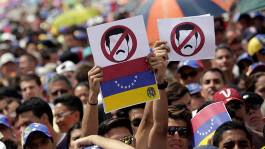 Opposition supporters take part in a rally against Venezuelan President Nicolas Maduro's government in Caracas, Venezuela, October 26, 2016.