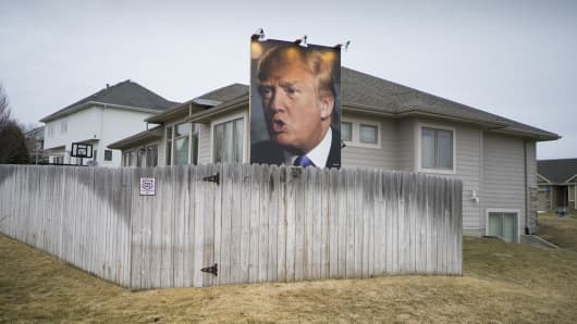 A billboard of Donald Trump in the backyard of George Davey's home on January 31, 2016 in West Des Moines, Iowa.