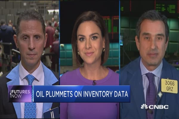 Futures Now: Oil plummets on inventory data