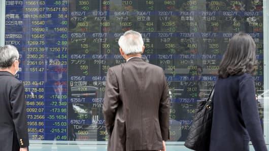 Asian stocks meander as dollar gains, markets watch Trump