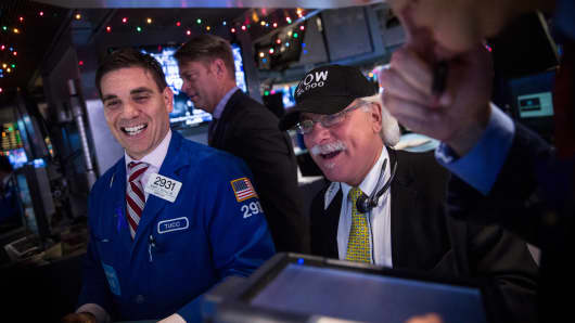 DOW, 18k - 19k and climbing, NYSE traders