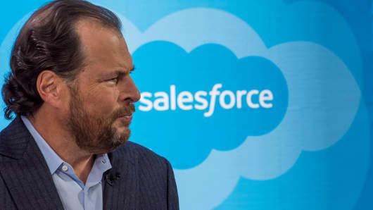 Salesforce Jumps 6% on FYQ3 Beat, Higher 2018 View