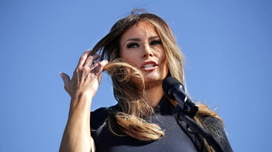 : Melania Trump, wife of Republican presidential nominee Donald Trump, introduces her husband during a campaign rally the Air Wilmington Hangar located at Wilmington International Airport November 5, 2016 in Wilmington, North Carolina.