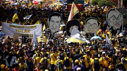 Pro-democracy group Bersih stage 1MDB protest, calling for Malaysian Prime Minister Najib Abdul Razak to resign, in Kuala Lumpur, Malaysia November 19, 2016.