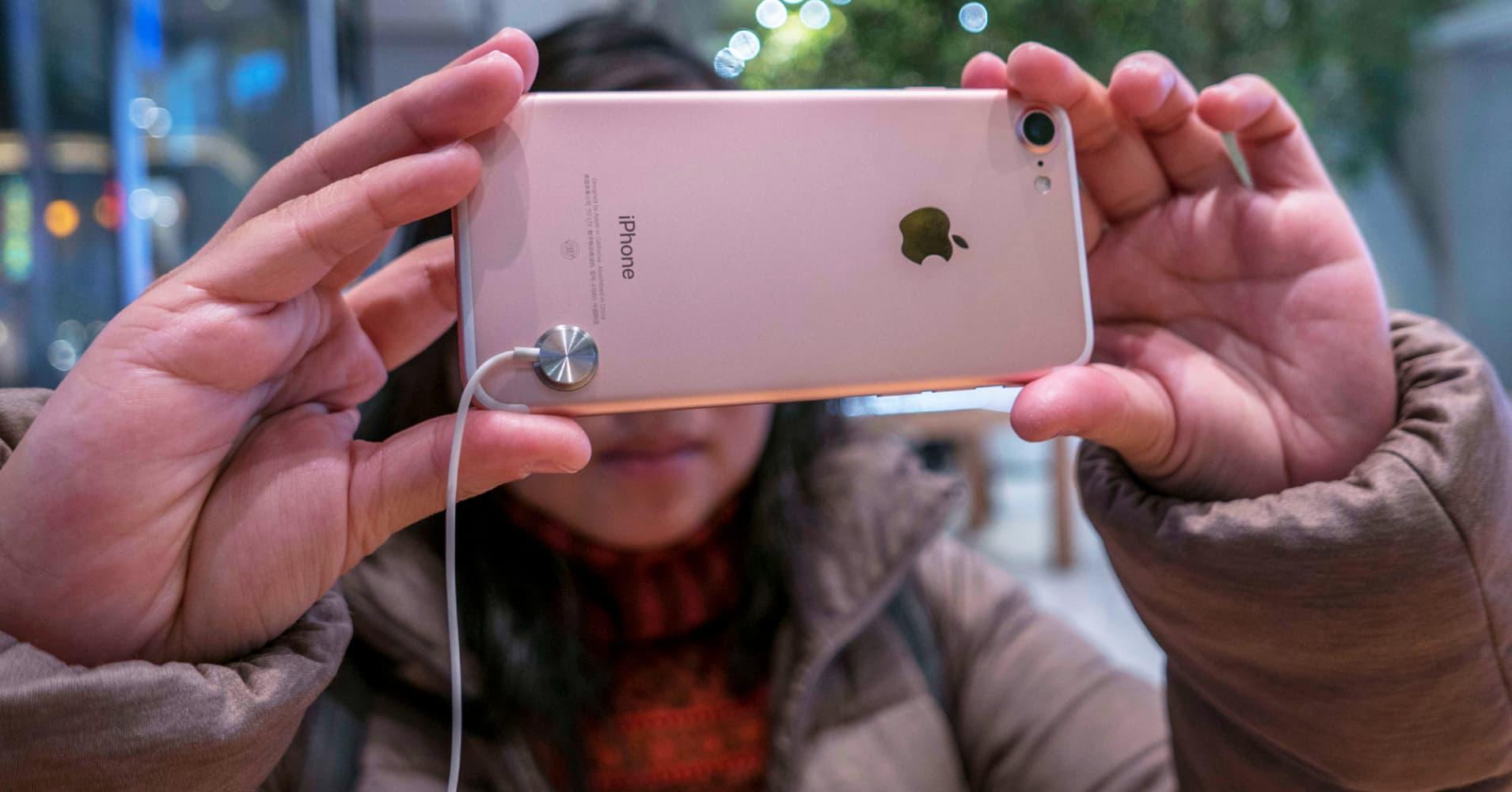 Apple expert Gene Munster: This is 'the golden opportunity' to buy Apple