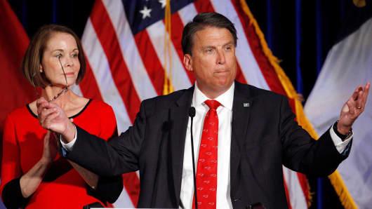 Cooper, Democrats pressuring Gov. McCrory to concede