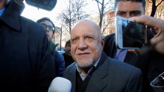 Iran's Oil Minister Bijan Zanganeh arrives at his hotel ahead of a meeting of OPEC oil ministers in Vienna, Austria, November 29, 2016.