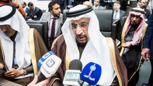 Khalid Al-Falih, Saudi Arabia's energy and industry minister, speaks to journalists ahead of the 171st Organization of the Petroleum Exporting Countries (OPEC) meeting in Vienna, on Wednesday, Nov. 30, 2016.